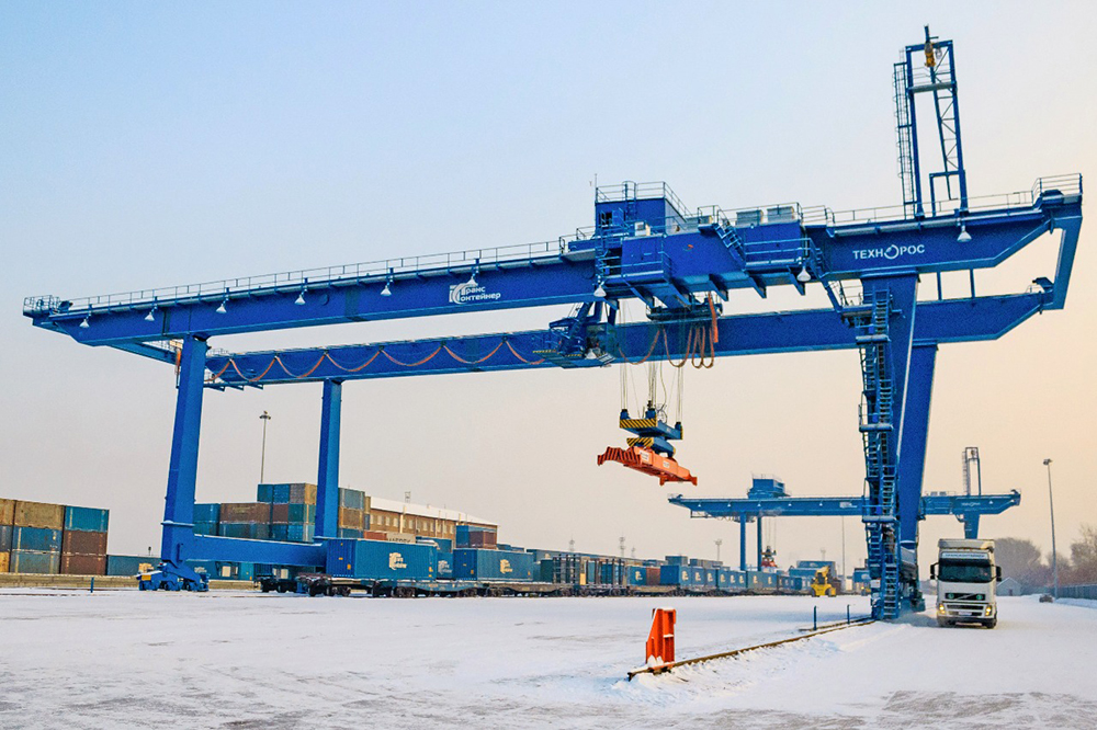 Gantry container cranes 